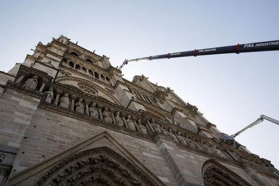 巴黎聖母院起火原因,指向電線短路。(美聯社)