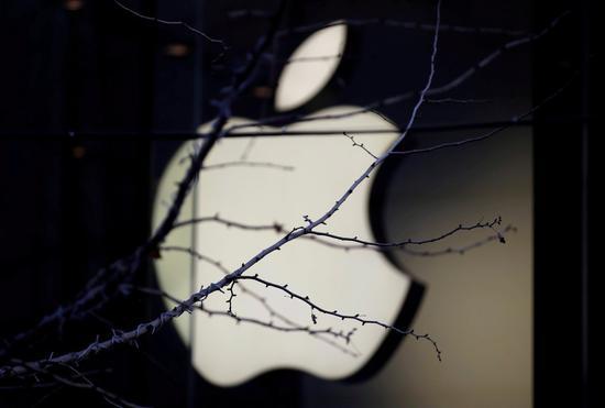 蘋果下修本季營收預測,盤後股價重挫8%。 路透