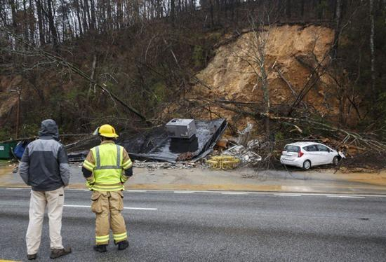 田纳西州Chattanooga地区部分公路23日因落石封闭。(美联社)