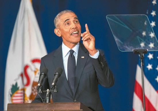 美国前总统奥巴马七日火力全开,批判继任者川普的施政。 (美联社)