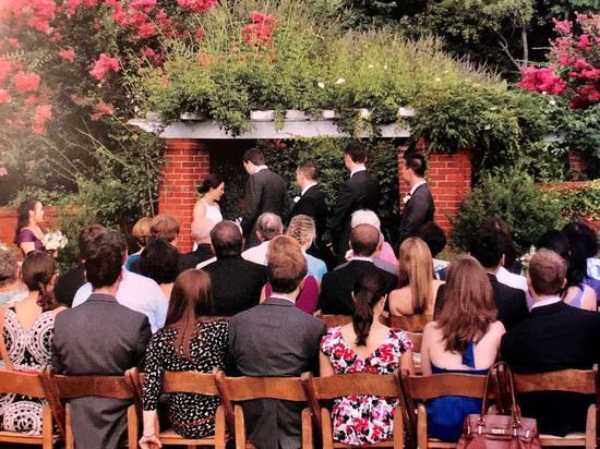 不少人將婚禮視爲人生一等一的大事,但,想辦一場難忘而夢幻又不想燒光積蓄,選擇在哪裏辦終身大事很有關係。特派員許惠敏/攝影