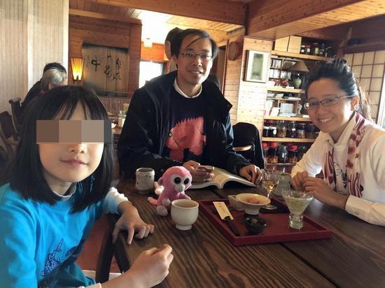 楊偉中和寶貝女兒關係親暱,常在臉書分享親子互動的對話或小故事,愛家愛妻女形象深植人心。圖/取自臉書