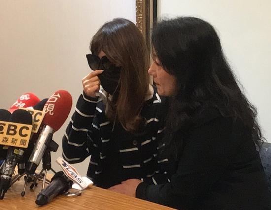 遭喷枪夺命的3岁女童母亲,日前召开记者会痛批女童父亲,不愿交代案发状况,态度反复无常。 图/联合报系资料照片