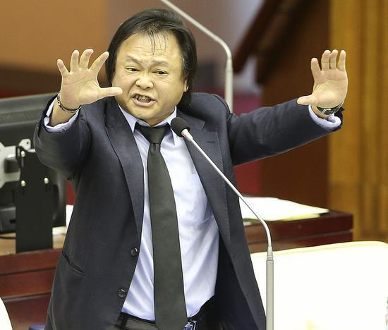 臺北市議員王世堅被網友封爲「最強扶龍命格」。圖/聯合報系資料照片