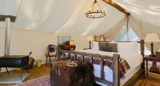 「豪華露營」的營帳很奢華、舒適。取自 Collective Retreats