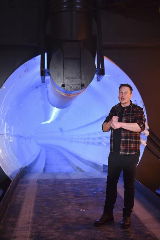 马斯克和他的「马斯克隧道」。 美联社