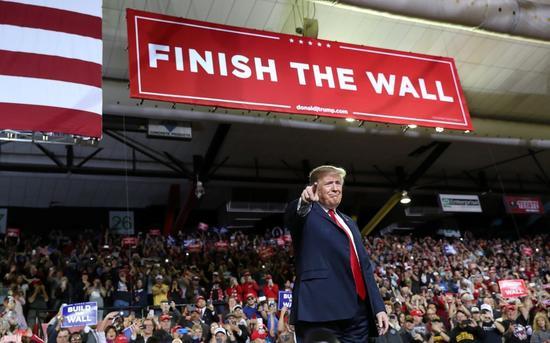 美國總統川普十一日造訪德州艾爾帕索,演說中再度強調築牆。 (路透)