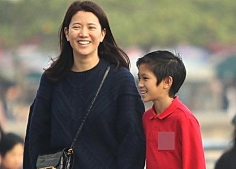 袁詠儀與兒子自拍不停 魔童心情大好