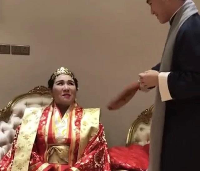 """赌王四房女儿何超盈豪华""""过大礼""""曝光,像皇"""