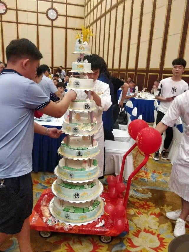 本日洛阳消息解读_袁隆平90大寿蛋糕9层上植水稻,8个字概括人生教导