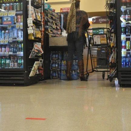 舊金山頒佈防疫新規定…限制店內人數、禁用環保袋