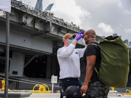 羅斯福號在檢測過程中發現1名水手罹患肺結核,緊急送下船隔離。