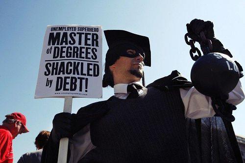 圖爲抗議學貸的示威者。