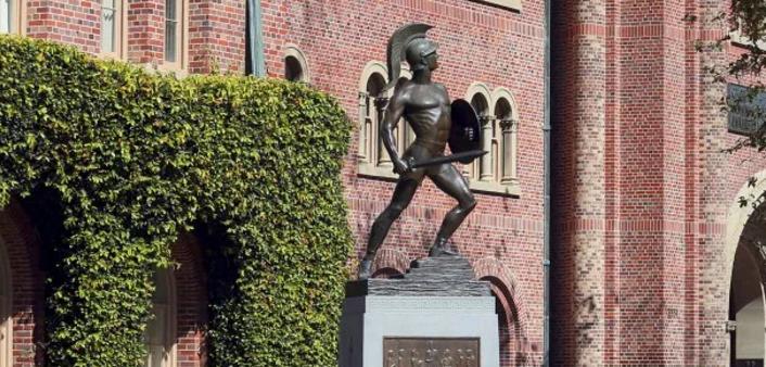 南加大學校園裏的標誌性雕像。美聯社