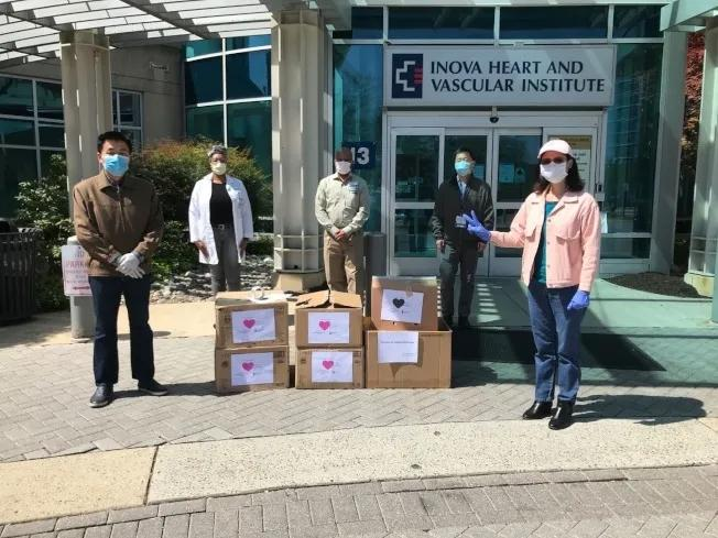 大华府华人自发组织为各社区医院、消防局、警局等一线工作者捐物资。